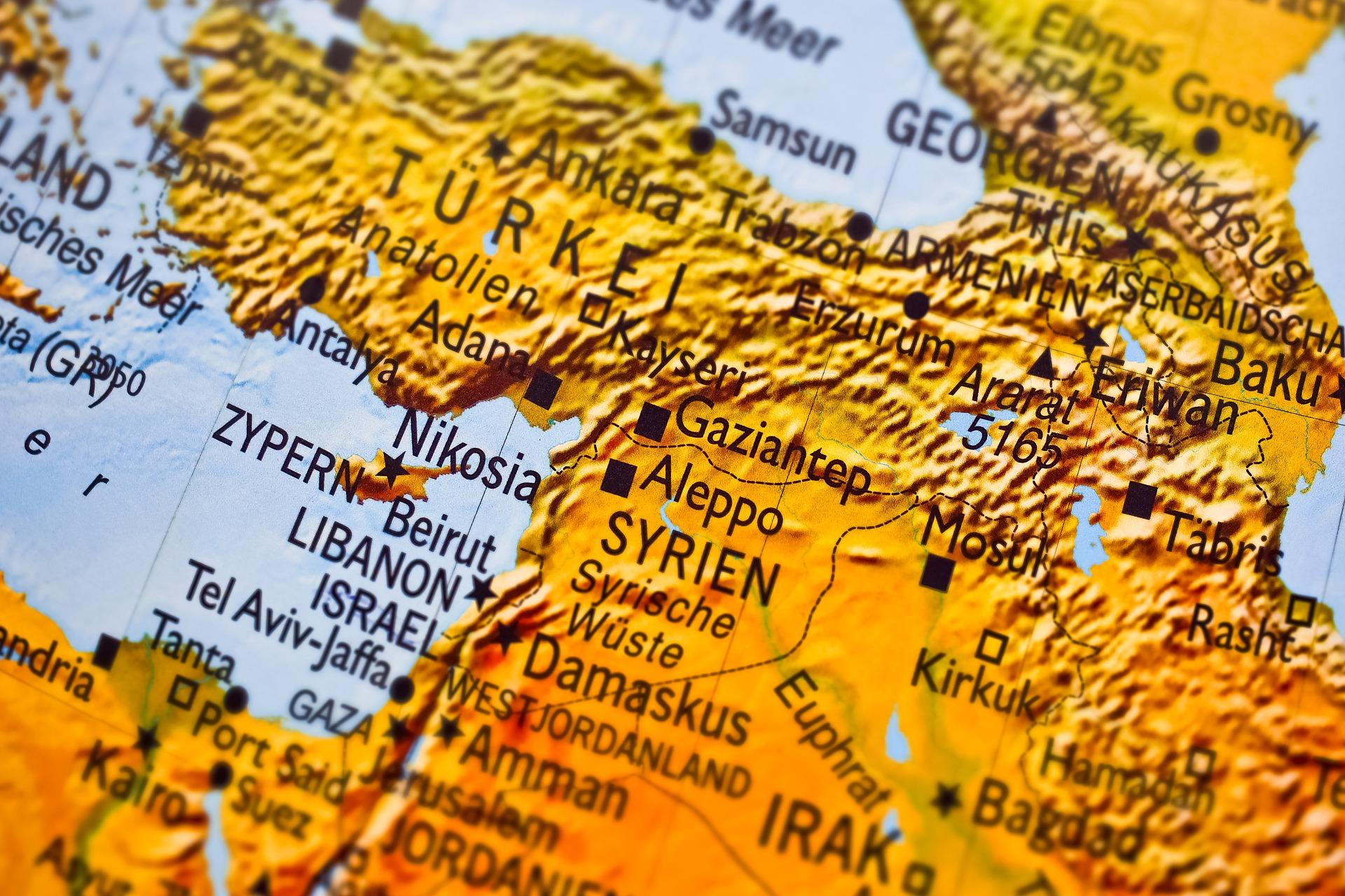Offensive turque en Syrie: les Kurdes contraints de prendre le chemin de Damas